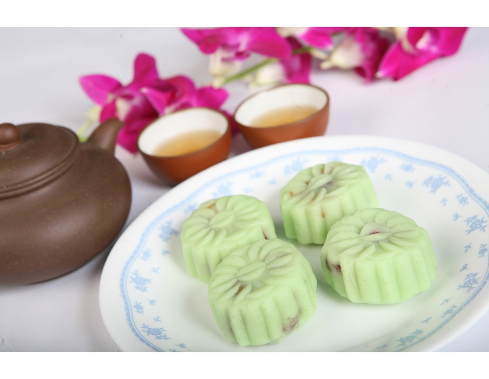 Box of 8 Pcs Mini Pandan Snowskin White Lotus Paste with Melon Seed Mooncakes (Sugar-Free)