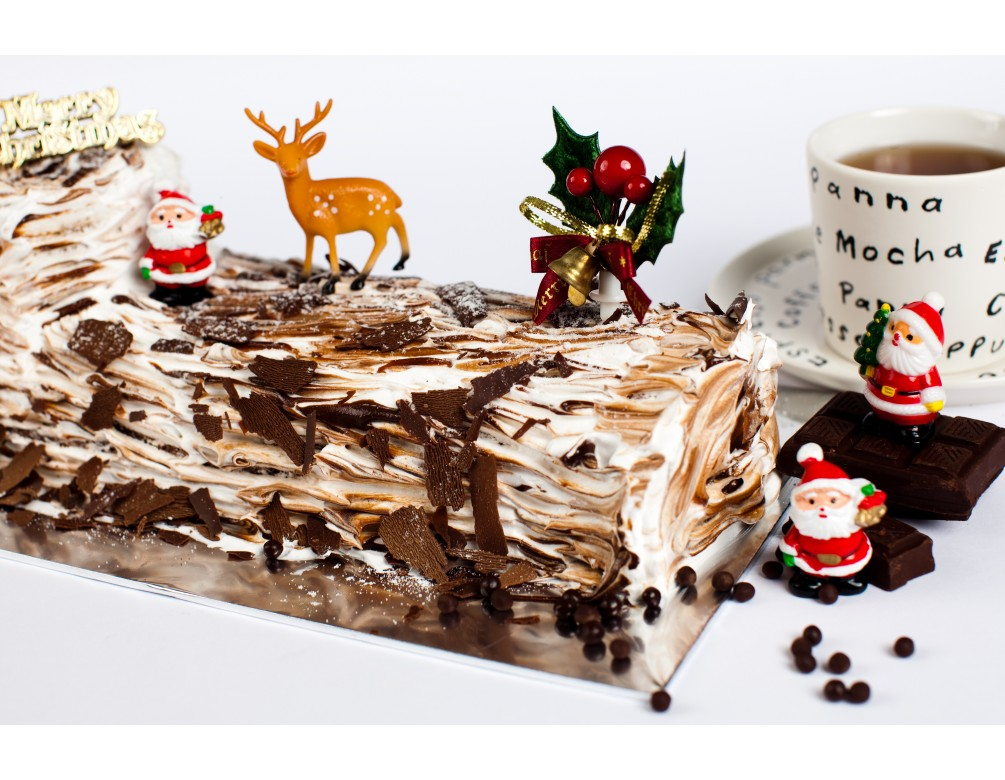 Christmas Chocolate Delight Log Cake